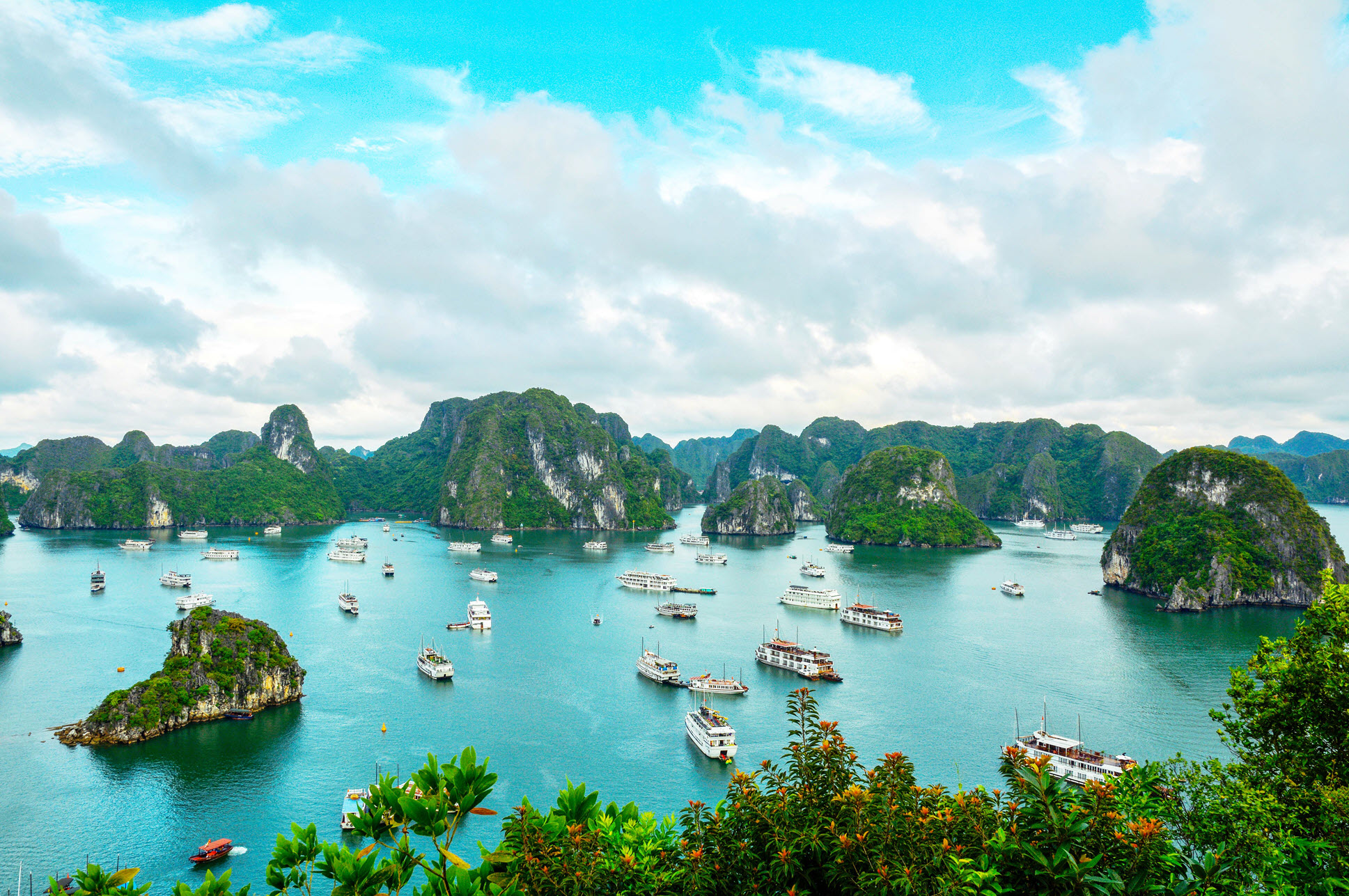 16-Day Magnificent Mekong Cruise with Ha Noi and Halong Bay