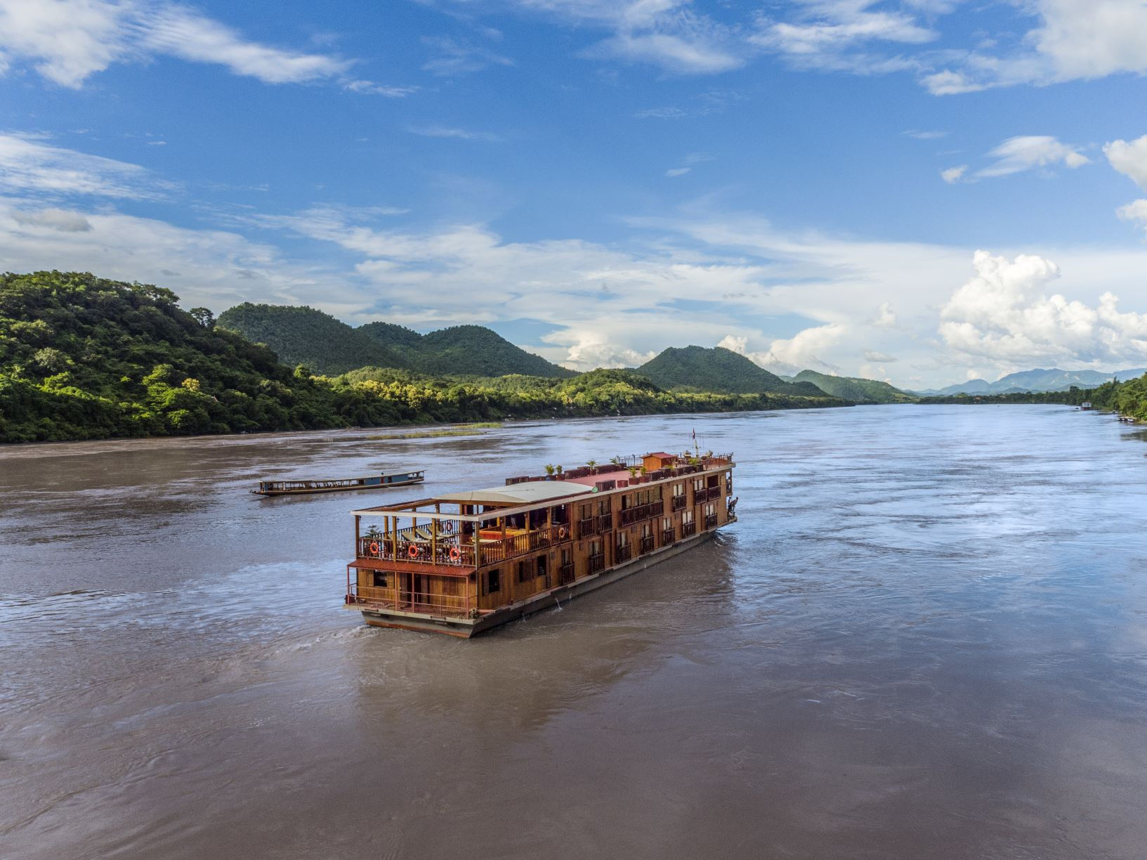 LUXURY GOLF CRUISE TOUR IN LAOS & THAILAND: THE MIGHTY UPPER MEKONG RIVER