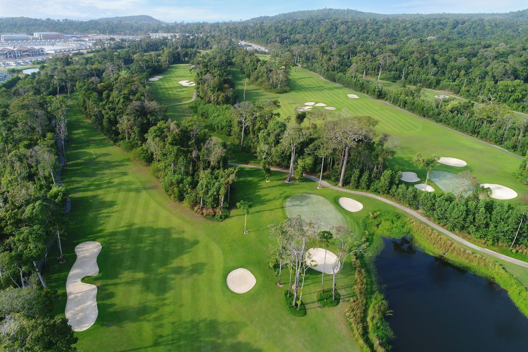 LUXURY GOLF PACKAGE ON PARADISE ISLAND WITH FLIGHT: CHRISTMAS AND NEW YEAR