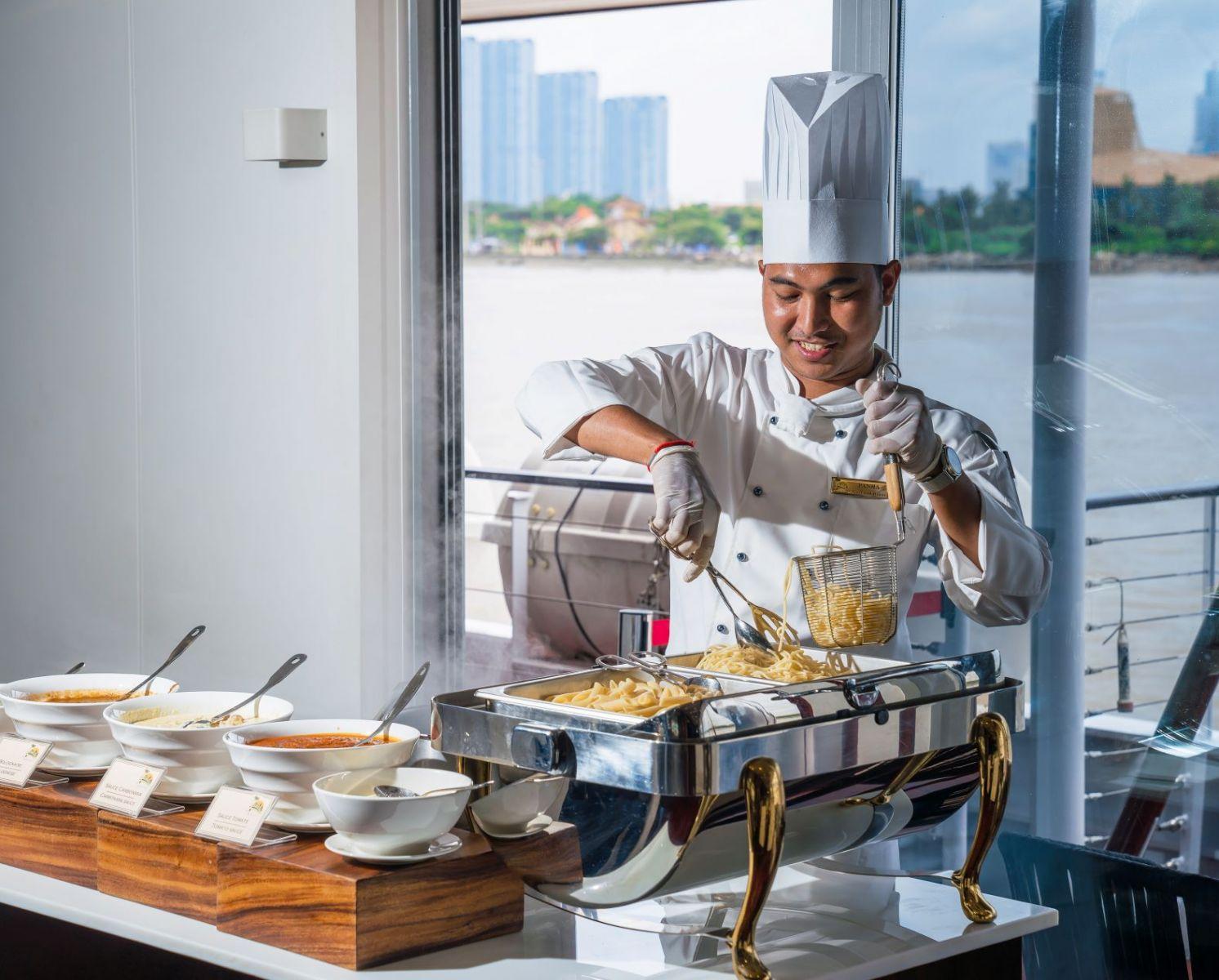 RV Indochine II Chef Tweet World Travel CroisiEurope